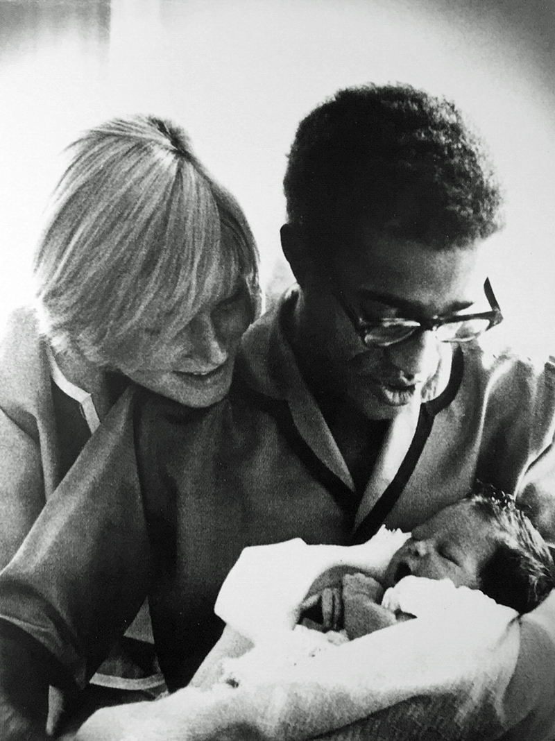 Sammy Davis, Jr. with his wife May and new daughter Tracey